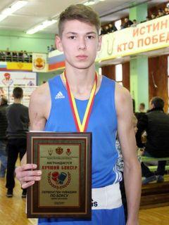 Сергей Николаев — лучший боксер среди юниоров.Чемпионские бои бокс