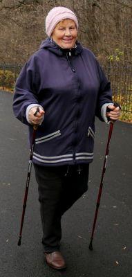 Мария Сильченко (71 год) начала заниматься ходьбой после инсульта по совету врачей. За четыре года здоровье поправилось. Ежедневно проходит 4 км за час.Лев Толстой: Надо встряхивать себя, чтобы быть здоровым Активное долголетие