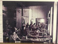 Гимназисты Симбирской школы учились ремеслу в мастерской.Колыбель нашей культуры просветитель Иван Яковлев