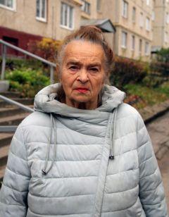 Председатель совета дома № 46 по ул. 10-й пятилетки Ангелина Любимцева.  Фото Максима БоброваПеред трудностями не пасую