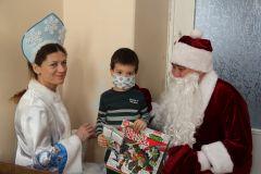 Фото Максима БоброваДед Мороз снова идет в больницу Акция