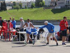 На пункте питания: все на ходу. Мировой рекорд установила  скороходка из Чувашии Чемпионат России по спортивной ходьбе