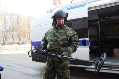 За спиной инженера-сапера Андрея Романова тот самый передвижной комплекс, помогающий взрывотехникам в работе.Полицейский спецназ Росгвардии спецназ Росгвардия омон