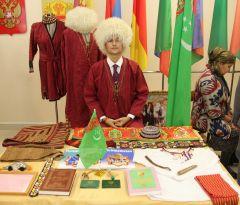 О своих традициях рассказали  и уроженцы Туркмении.Под одной крышей дружбы