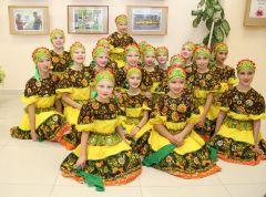 """Русским танцем ансамбль """"Локинэ"""" завершил концертную программу фестиваля.Под одной крышей дружбы"""