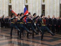 Александр Горовой вручил дипломы выпускникам Академии управления МВД России