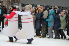 """А теперь все дружно танцуем """"Ламбаду""""!Пора валенки носить и на праздники ходить! Фестиваль русского валенка"""