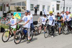 """Одна из трех велогрупп отправилась в Шоршелы от ДК """"Химик"""".  Фото автораВелопривет Андрияну Космический юбилей"""