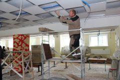 Новые потолки в школе № 3. Вскоре вся электропроводка будет скрыта под потолочными панелями.Время большого ремонта Реализация нацпроектов