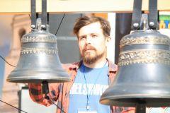 Александр Кожемякин, звонарь из АрхангельскаЛьется над Волгой звон колокольный колокола Волжские перезвоны