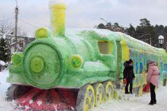На территории Раифского монастыря построили 30-метровый поезд из снега. На Крещение в Раифу Путешествуем по России Колесо путешествий