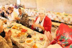 Утренняя молитва (дуя) перед едой.Курбан-байрам — праздник мира