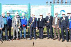 На строительной площадке ПАО «Химпром» произвели вдавливание первой сваи нового производства перекиси водорода Химпром Волжская перекись