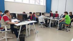 """Участники компетенции """"Интернет вещей"""" разрабатывали технические задания, подключались к роботам, пытались их ограничить, отрабатывали управление и выполняли сбор данных.На WorldSkills выбрали победителей WorldSkills Russia"""