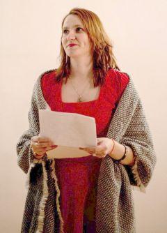 """Ирина Шумикова не только читает свои стихотворения, но и помогает в проведении вечеров.Почувствуй пульс творца Творческое объединение """"Пульс"""" Молодежка"""