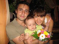 Светлана Изамбаева с мужем и дочерью. Фото из семейного архива С.Изамбаевой.Светлана Изамбаева:  Живу с открытым лицом