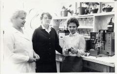 Э.Шалфеева (по центру). Фото из личного архиваЕсть такая профессия —  изобретать Дела и люди