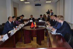 Делегация из провинции Аньхой КНР в сентябре 2013 года провела переговоры с правительством ЧР.  Фото cap.ruСверим вектор развития Ко Дню Республики