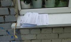 """Вот такой снимок прислал в газету """"Грани"""" один из жителей дома № 21 по ул. Комсомольской.Кому квитанции?  Налетай! Приемная ЖКХ"""
