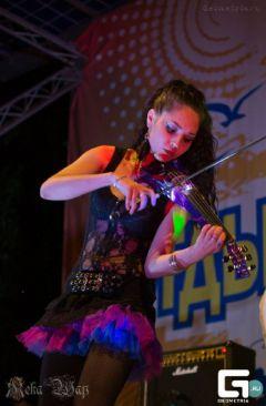 Александра Порфирьева — единственная в Чувашии электроскрипачка.  Фото из личного архиваЖивет в ритме нон-стоп Увлеченные