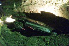 Фото МЧС ЧувашииВ Чувашии автомобиль провалился в яму с водой: двое погибли Происшествия