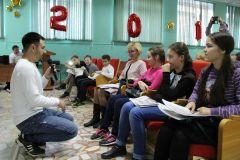 Фото Марии СМИРНОВОЙАлександр Валеев раскрыл секреты федеральной тележурналистики начжурам Новочебоксарска Школа-пресс