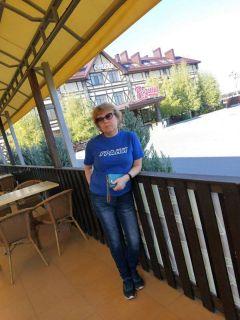 Даже на отдыхе за пределами города Светлана Михайлова пропагандирует любовь к газете.  Фото из альбома С.МихайловойДвижение – это жизнь!