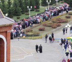 Мощи святого Спиридона в НовочебоксарскеТысячи паломников прибыли к Собору святого князя Владимира в Новочебоксарске мощи святителя Спиридона Тримифунтского