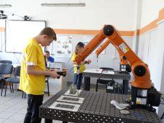 На компетенции Промышленная роботехника участники выпонили два модуля загрузка и выгрузка оборудования и плазменая резкаАбилимпикс без границ Абилимпикс