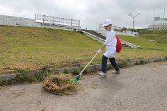 Убирать мусор — это весело и полезно. Фото Ирины Беликовой  Экобойцы  за чистую набережную! Чебоксарская ГЭС Субботник оБЕРЕГАй