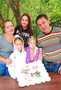 Андриян и Маргарита Николаевы с детьми  Владиславой, Юлианой и ВасилинойРастем числом! Многодетные мамы — на  защите семейных ценностей