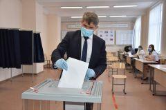 Олег Николаев проголосовал одним из первых в Чувашии. Фото cap.ruГолосуй за поправки! Поправки в Конституцию