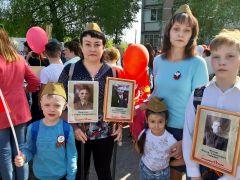 Сестры Елена Орлова (слева) и Светлана Ласкавая с детьмиПамять бессмертна День Победы Бессмертный полк