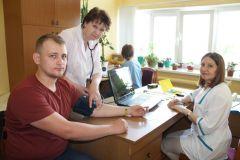 Осмотр перед донацией14 литров крови сдали доноры на Чебоксарской ГЭС РусГидро