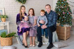 Дмитрий и Анастасия Овчинниковы с детьми Кирой, Владимиром и ВикториейРастем числом! Многодетные мамы — на  защите семейных ценностей