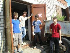 Фото ГУ Центр занятости населения Новочебоксарска.Бригада идет на смену Трудовое лето Подростки заработок