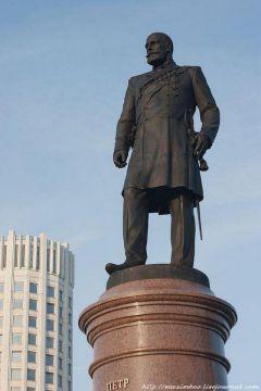 Памятник великому реформатору Петру Столыпину установлен 28 декабря 2012 года в Москве напротив Дома правительства.Нам нужна великая Россия Моя Держава