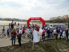 Массовый старт на Певческом полеПусть всегда будет солнце  на спицах! велосипед