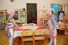 """Дежурные в группе """"Гномики"""" детсада № 2 """"Калинка"""".Чем кормят дошколят питание детсады"""
