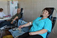 Почетные доноры Вячеслав Семенов и Александра Полевова14 литров крови сдали доноры на Чебоксарской ГЭС РусГидро