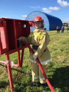 Подключение пожарного гидрантаНа Чебоксарской ГЭС прошли соревнования пожарных-добровольцев РусГидро