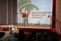 Поет Евгений Фиркин из НовочебоксарскаЧебоксарская ГЭС поддержала фестиваль творчества инвалидов по зрению РусГидро