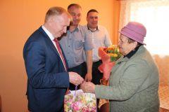 Поздравление А.П.ФроловойЧебоксарская ГЭС поздравила с Днем Победы ветерана-гидроэнергетика А.И.Кулагина РусГидро