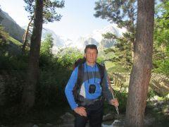 Привал в ущелье Адыр-Су, альплагере Улу-Тау, ставим палатки, отдыхаем, потом идём в ущелье. Лучший отдых — испытания в горах! Эльбрус горы альпинист Активное долголетие