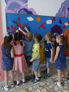 """Развивающая среда """"Фиолетовый лес"""" в детском саду № 7 """"Березка"""" помогает учиться и фантазировать. Фото автораСказка развивает интеллект Новые технологии"""