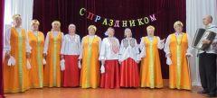"""""""Рябинушка"""" в Кугесях порадовала и песнями, и костюмами, и добротой. Фото из архива ансамбля""""Рябинушка"""" расширяет горизонты пенсионер"""