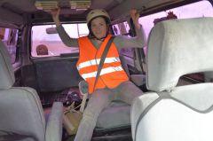 Автор репортажа Регина Максимова на трассе. Ремня безопасности было мало, приходилось держаться руками и ногами.Джип-спринт — это экстремально!  Проверено на себе