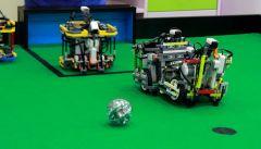 Роботы тоже умеют играть в футбол. И под руководством ребят из Чувашии очень даже неплохо. Фото с сайта dostup1.ruРобототехника Чувашии  на продвинутом уровне Юные инженеры Цифровая Россия