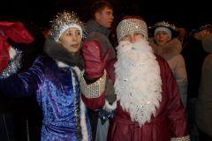 Дед Мороз со Снегурочкой успели и на Ельниковскую поляну. Фото Романа Павлова. Десять дней Нового года, которые потрясли кошельки фоторепортаж Новый год  - 2011