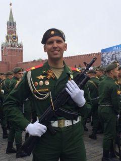 Игорь Краснов перед репетицией на Красной площади.Чеканным шагом  да по Красной площади